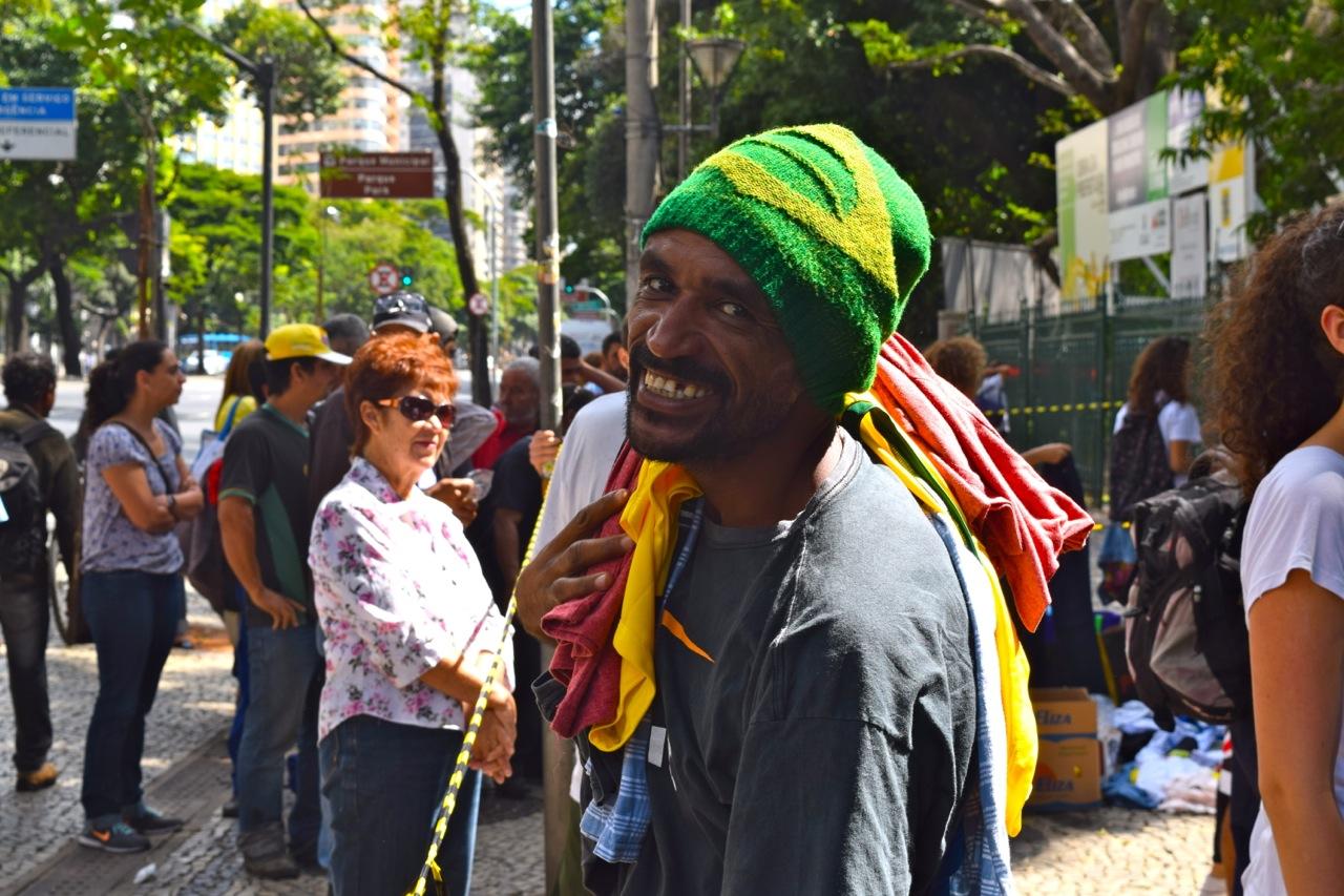 Morador de rua de Belo Horizonte (Brasil), no projeto The Street Store BH, em abril de 2015. Foto de Luiza Spotorno.