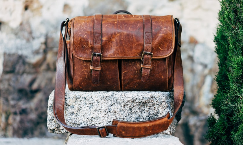 Bolsa de couro. Leather bag. Fonte: Unsplash