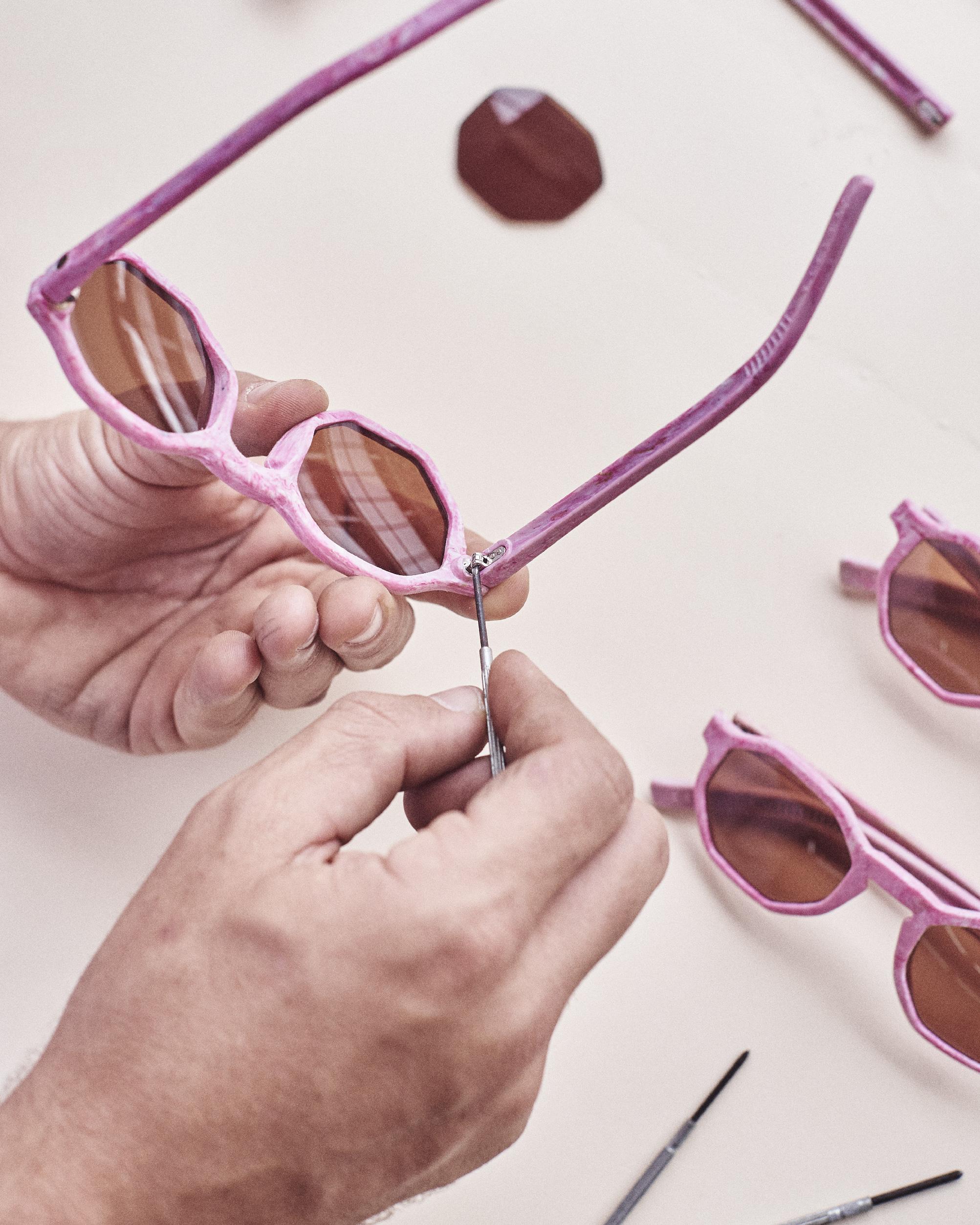 Zerezes, óculos de canudos reciclados