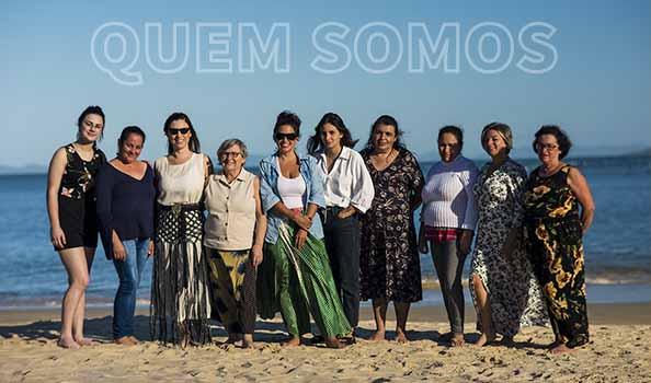 Mulheres artesãs confeccionam acessórios e aviamentos feitos de macramê da Trammô Handmade, no Sul do Brasil