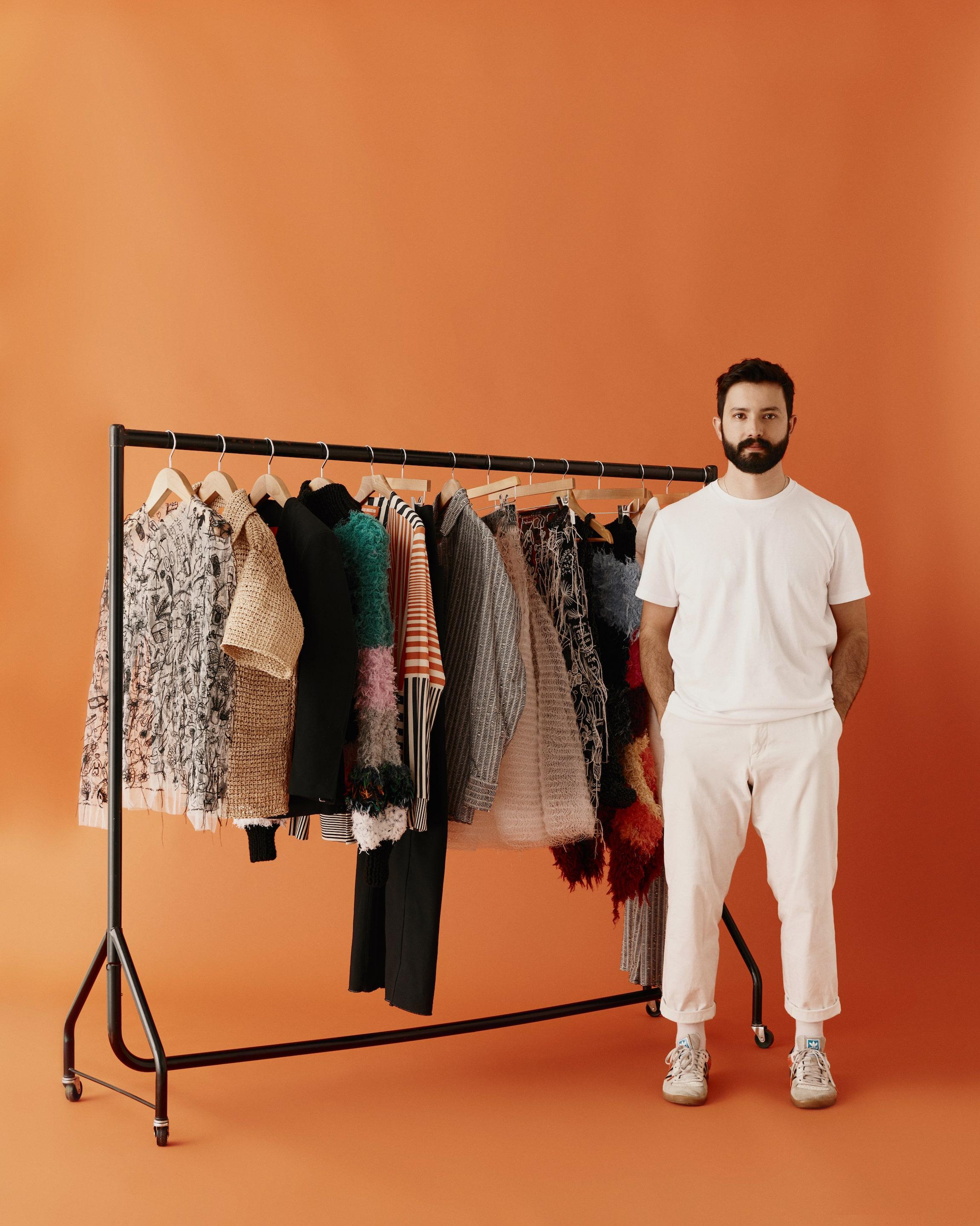 Designer de moda João Maraschin